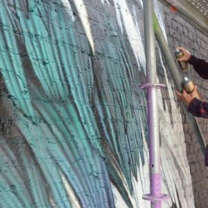 Adele Renault peint un pigeon à Liège