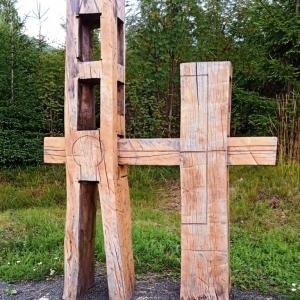 Station  3 :  Le Seigneur Jésus tombe sous la croix pour la 1ère fois - Jozef Mundier (SK) 2011 ( photo : F. Detry )