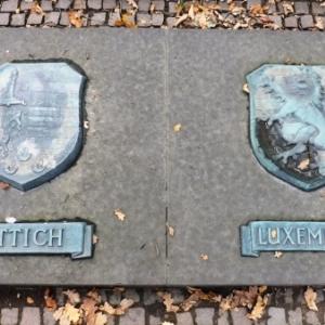 Deux des 9 blasons de provincs belges ou sont tombes des soldats allemands