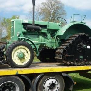 De vieilles mecaniques ( tracteur sur chenillettes )