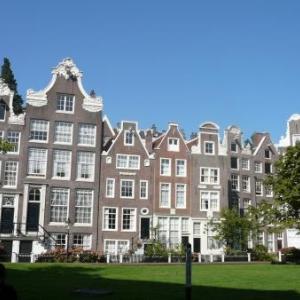 Amsterdam : traversee du beguinage, havre de silence