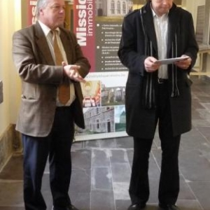 L' Echevin Barthelemy et M. Joris, Administrateur general de l'Institut du Patrimoine wallon