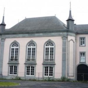 L'exterieur renove du Waux - Hall