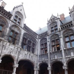 Liege : le Palais des Princes - Eveques ( detail de la cour interieure )