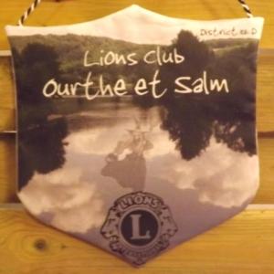 Le fanion du Club de Ourthe - Salm, filleul du Lions Hautes - Fagnes
