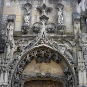 Detail du portail de l'Eglise Ste Croix