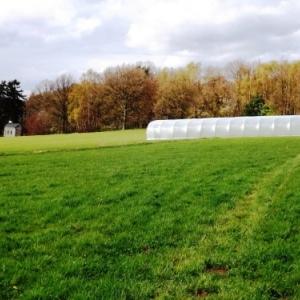 La serre -tunnel sur le site de Cligneval