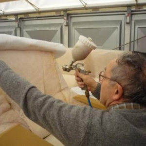 Les Garnisseurs reunis : l 'encollage des matériaux de base