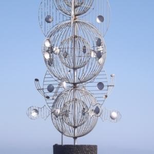 """"""" Juguetes del viento """" (1992, sculpture mobile situee au centre d'un rond-point ) ( ( Cesar MANRIQUE )"""