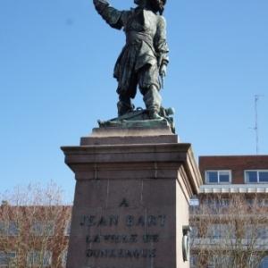 """La statue de Jean Bart aupres de laquelle aura lieu le Rigodon suivi par l'interpretation de la """" Cantate a Jean Bart """""""
