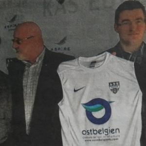 Presentation du nouveau maillot lors de la conference de presse ( Photo : L' Avenir )