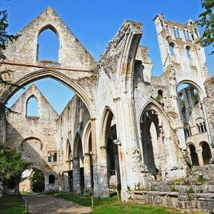 3) Jumièges, l'abbaye romantique