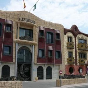 AW020013 Vera : facade de la Maison de Justice