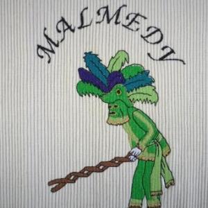 Isabelle Rome   La haguete : depuis le debut du 19e siecle, le deguisement comprend un bicorne a plumes d'autruche, une cagoule qui masque le visage et l'aigle bicephale