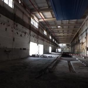 De vastes hangars deserts