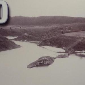 Il y a maintenant plus d' un mois que la Warche a vu son cours suspendu et un lac commence a se former.