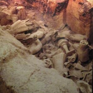 Dans la fosse des statues