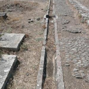Epidaure : les canalisations d'eau