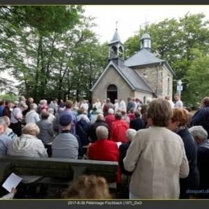 L'office devant la chapelle Fischbach  ( photo : Denis Dosquet )