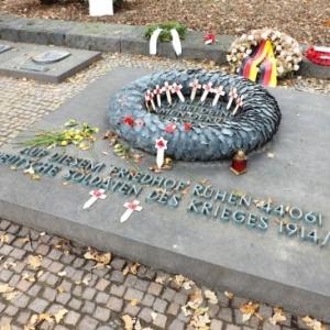 Stele du cimetiere allemand de Langemarck
