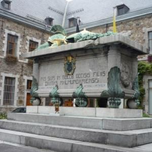 Le cenotaphe actuel inauguré le 18 décembre 1927