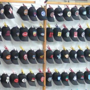Vetements et casquettes ...