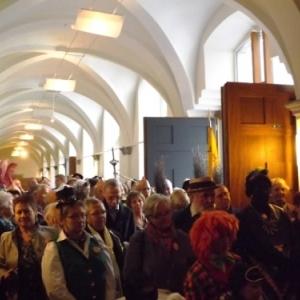 Le public lors de l'inauguration de la plaque de N. Pietquin