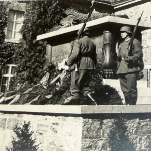 Le cenotaphe pendant la dernière guerre