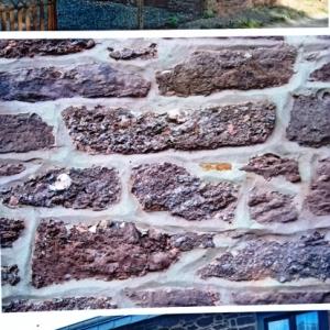 Certaines anciennes vieilles maisons du village construites avec cette roche