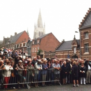 La foule dans l'attente de la ceremonie nocturne