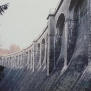 Le mur du barrage cote vallee