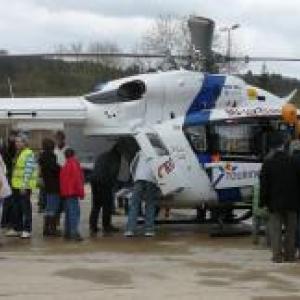 L'helicoptere medicalise de Bra - sur - Lienne attire de nombreux curieux