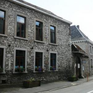 Ecole Saint-Louis : un ensemble de batiments dont les plus anciens datent du XVIIIe siecle.
