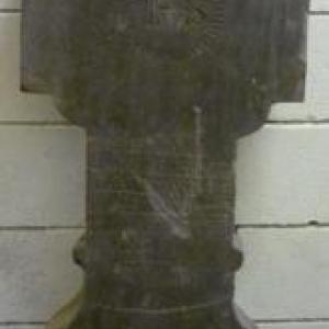 Croix sculptee par des tailleurs de Recht