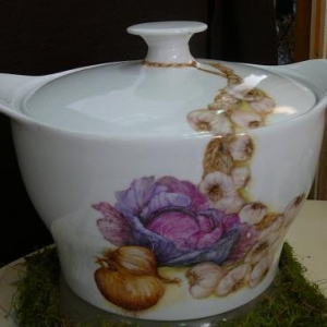 Odette SERVAIS ( Peinture sur porcelaine ) 080. 33 86 72