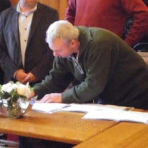 Signature de la Charte par M. Fassin