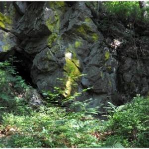 L'entree de la grotte des Sotais