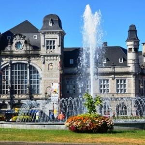 8. La fontaine de la place de la Victoire