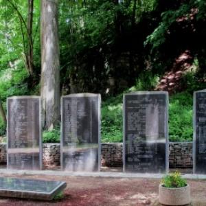 Le monument aux 214 victimes des bombardements de 1944