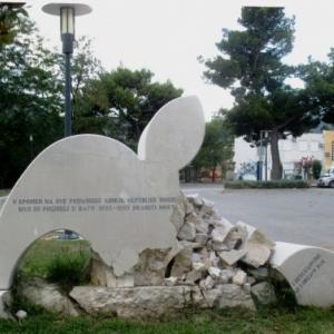 Mostar monument commemoratif de la destruction du pont