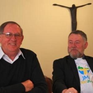 Mgr Rixen ( a gauche sur la photo )