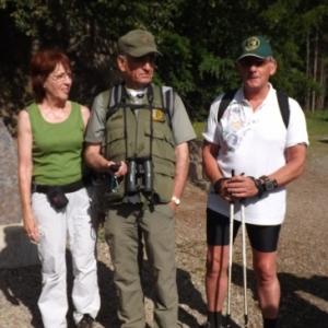 M. Leteson, guide-nature ainsi que le Président de Malmedy Marche et son epouse ( photo de F. Detry )