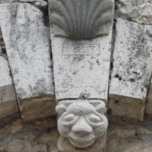 Detail architectural de la Place du Chatel