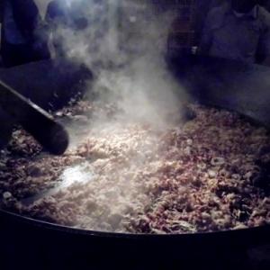 Preparatifs du repas festif du samedi soir ( Photo de F. Detry )