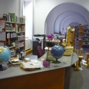 Etage amenage en bibliotheque et centre informatique