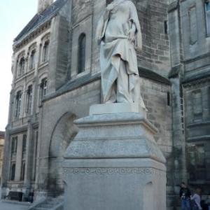Statue de Marguerite d'Angouleme, soeur de Francois 1er