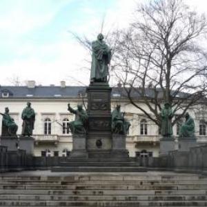Le Lutherdenkmal, monument commemorant la comparution de Luther devant la Diete
