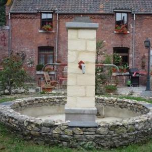 La ferme d'Artagnan : la cour interieure de la ferme