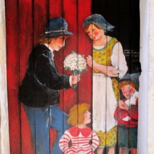 Portes peintes ( photo F. Detry )