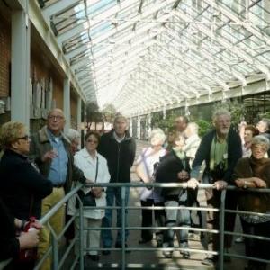 Amsterdam : a l'  ecoute du guide durant la visite de l' hotel de ville
